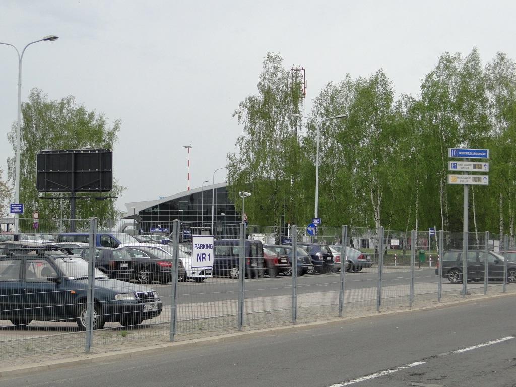 Parking lotnisko Łódź - 2